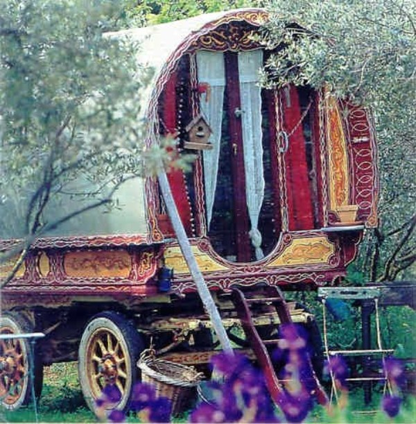 Mas de la Beaume - gypsy caravan via flickr gipsy bazar