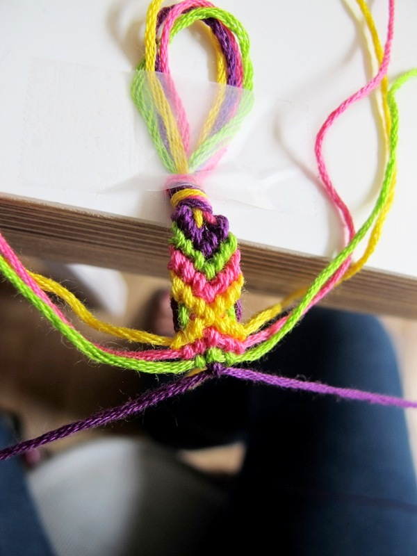 friendship-bracelet-diy