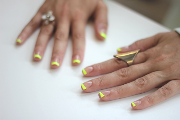 Post image for DIY Neon Tipped Nails