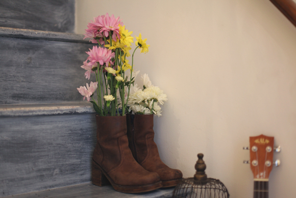 Post image for Décor We Love: Flowers In Unexpected Places