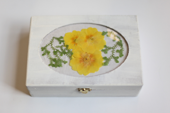 Pressed Flower DIY: Necklace and Jewelry Box
