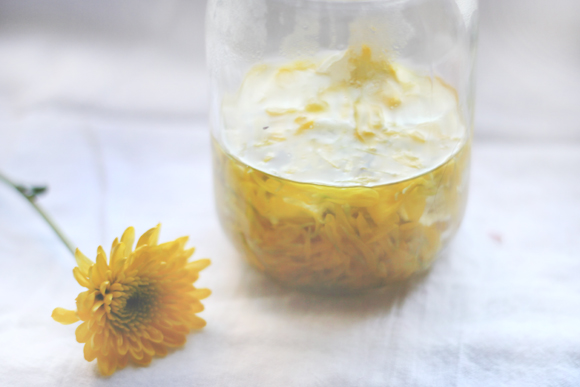 yellow flower dye