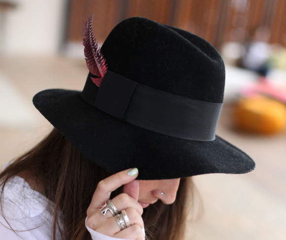 iy-painted-feather-fedora