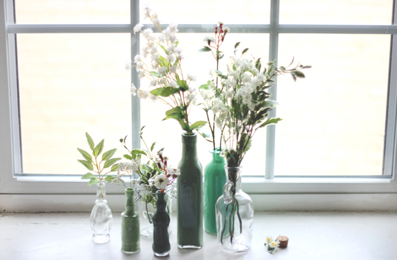 Post image for Decor DIY: Painted Glass Bottles
