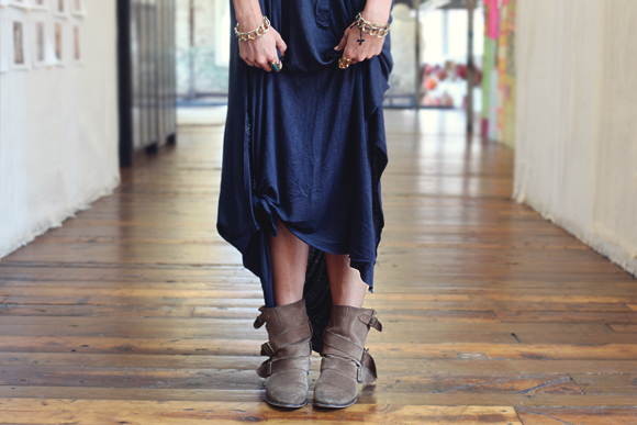maxi-dress-with-boots-and-bracelet