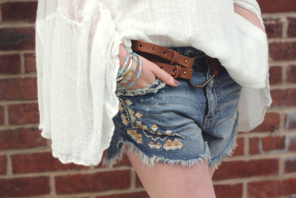off-the-shoulder-shorts-detail