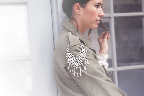 Jacket shoulder chain