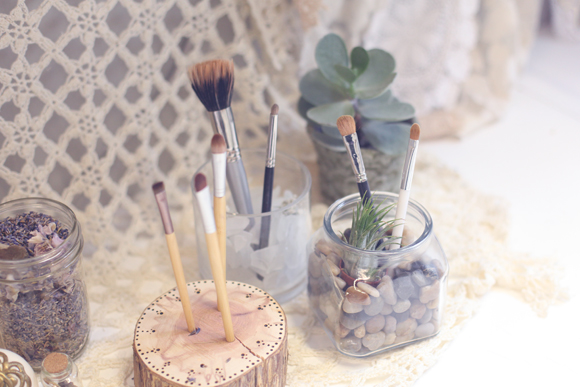 Post image for Fun Ideas For Storing Makeup Brushes