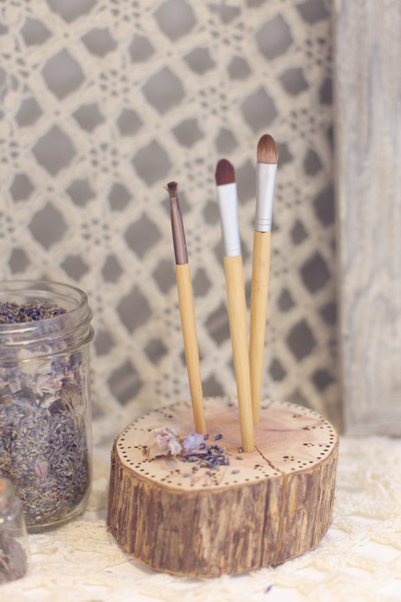 Tree stump makeup brush holder
