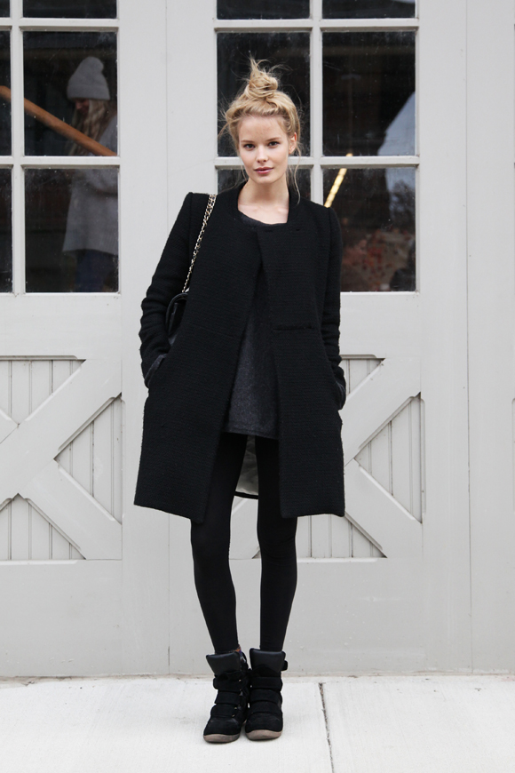 Alena all black