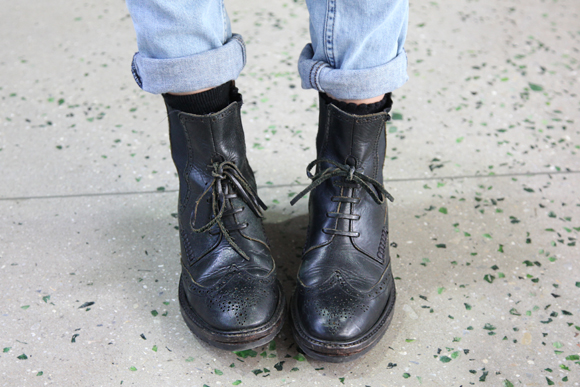 Black vintage boots jeans rolled up