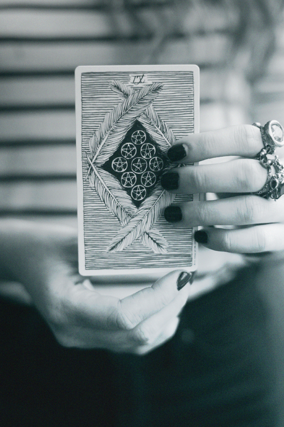 Hands tarot card