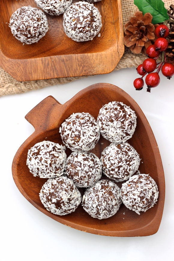 Post image for Grain-Free No-Bake Gingerbread Cookie Balls