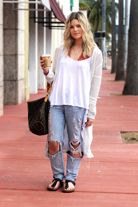 casual jeans and cardigan look