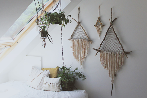 Post image for DIY Giant Triangle Driftwood Crystal Dreamcatcher