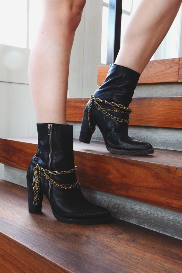 Post image for DIY Boot Chains: Dress Up Your Favorite Shoes For Fall