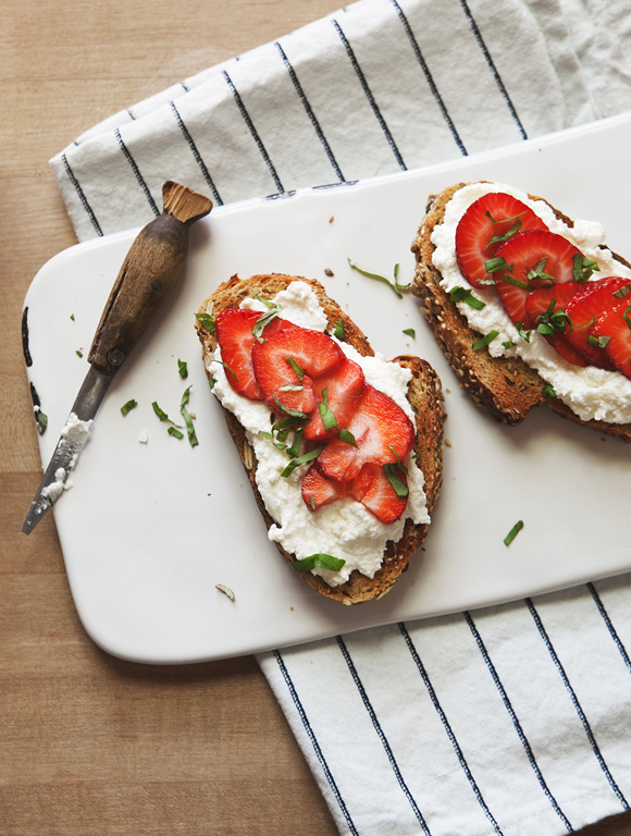Post image for Strawberry Basil + Ricotta Breakfast Tartine