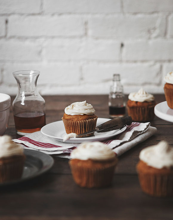 Pumpkin Spice Cupcakes with Maple Bourbon Cream Cheese Icing – Free ...
