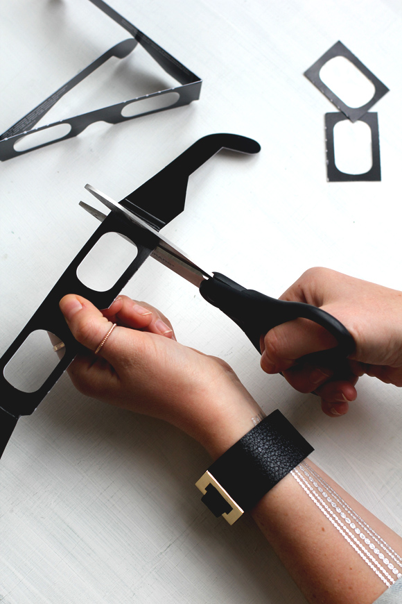 cutting 3d glasses