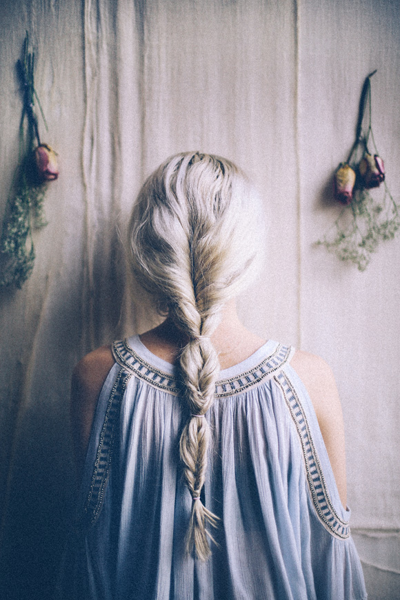 Post image for Easy Hair Trick: How to Fake A Fishtail Braid